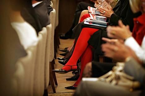 Naisen tie huipulle on kivinen, jos firmassa on jo naisjohtajia.