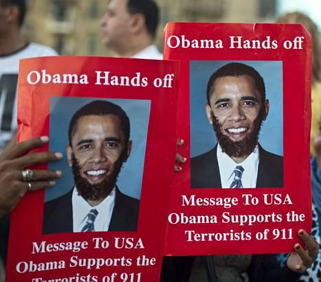 Syrjäytetyn Muhammed Mursin vastustajat kehottivat Barack Obamaa pysymään erossa Egyptin asioista Kairossa sunnuntaina.