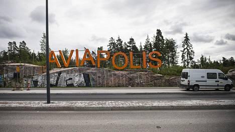 Aviapolis-kyltti Vantaan Veromiehessä.