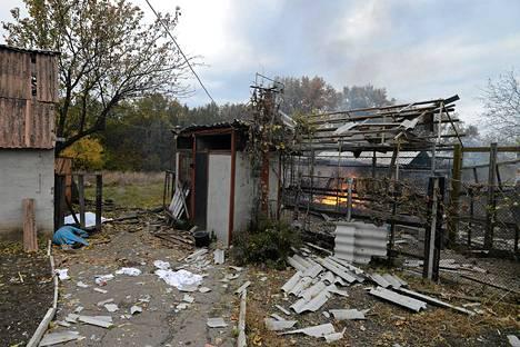 Kaksi kuollutta ihmistä raketti-iskun jäljiltä Kirokovskyn alueella lähellä Donetskia Itä-Ukrainassa.