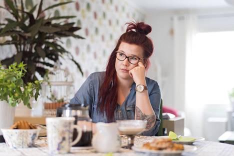 Annina Lahdenperän narkolepsia todettiin pari vuotta sitten. Se vaikuttaa opiskeluun mutta ei estänyt häntä itsenäistymästä.