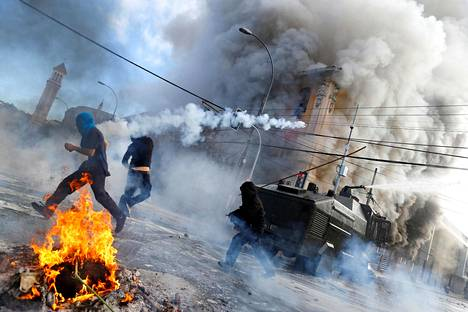 Hallituksen politiikkaa vastustavat mielenosoittajat ja poliisi ottivat yhteen Valparaisossa Chilessä.