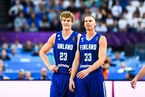 Lauri Markkanen ja Erik Murphy mittaavat lauantaina EM-turnauksen neljännesvälierissä Italian taidot.