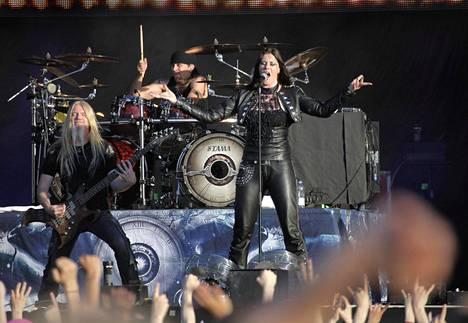 Nightwish esiintyi Tampereella kesällä 2013. Kuvassa Marco Hietala, Jukka Nevalainen ja Floor Jansen.