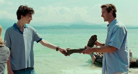 Timothée Chalamet (vas.) ja Armie Hammer rakastuvat elokuvassa Call Me by Your Name.