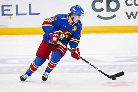 Eeli Tolvanen on pelannut vakuuttavasti avauskaudellaan KHL:ssä.