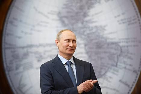Elokuussa voimaan astuva bloggauslakin on allekirjoittanut Venäjän presidentti Vladimir Putin. Putin osallistui seminaariin Pietarissa torstaina.
