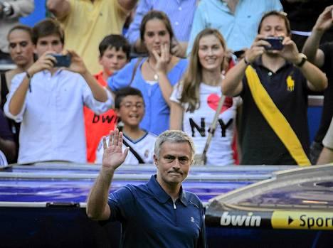Jose Mourinho hyvästeli Real Madridin kannattajat lauantaina.