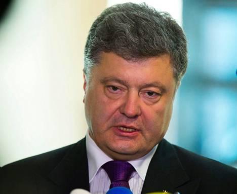 """<span class=""""nimi"""">Petro Porošenko, 49<br /></span><span class=""""laiha"""">Kannatus 44,6 prosenttia<br /></span>Suklaatehtailija Porošenko on Forbesin listauksen mukaan Ukrainan seitsemänneksi rikkain mies. Hänet valittiin Ukrainan parlamenttiin ensi kerran Vinnitsaan alueella 1998 sosiaalidemokraattien ehdokkaana. Sen jälkeen hän on ehtinyt kuulua kolmeen puolueeseen. Vaaleissa sitoutumattomana protestipuolue Udarin tuella."""