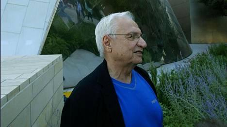 Frank Gehry ennen Walt Disney Hallin avajaisia Los Angelesissa lokakuussa 2003.