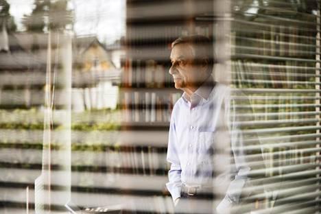 30 vuodessa korkotallettajan kymppitonnin sijoitus kahden prosentin tilillä on kasvanut 18100 euron pesämunaksi, mutta osakesijoittajalla sama sijoitus on kasvanut 229000 euron arvoon, Seppo Saario vertaa Suomen kehitystä.