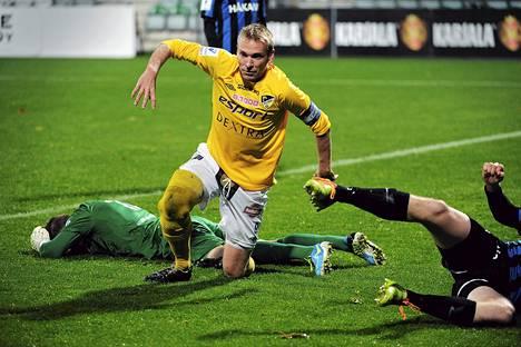 Jussi Vasara juhli maalia Interiä vastaan 22. syyskuuta.