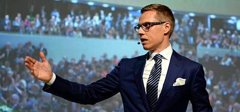 Kokoomuksen uudeksi puheenjohtajaksi valittu Alexander Stubb puhui kokousväelle Lahden Sibeliustalossa lauantaina.