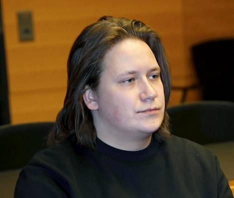 Muusikko Niiles Hiirola osallistui oikeudenkäyntiin Helsingin käräjäoikeudessa 27. helmikuuta.