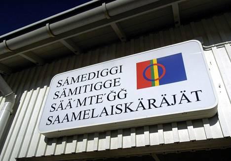 Saamelaiskäräjiltä odotetaan parhaillaan kantaa yhteispohjoismaisen saamelaissopimuksen määrittelyyn saamelaisuudesta. Jos saamelaiskäräjät hyväksyvät sen, tämä voisi edistää ILO:n sopimuksen ratifiointia.