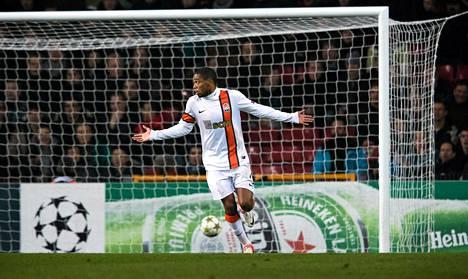 Luiz Adriano juhli 1-1 -maaliaan Nordsjällandia vastaan Kööpenhaminassa tiistaina.