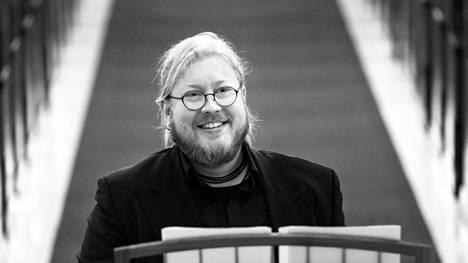 Matias Häkkinen johtaa Ensemble Nylandiaa.