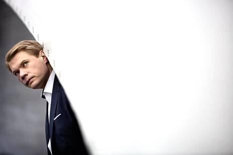 Timo Miettinen on eurooppalaiseen aatehistoriaan, filosofiaan ja politiikkaan erikoistunut yliopistotutkija.