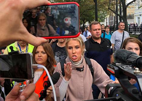 Venäjän opposition kannattajat osoittivat mieltä Moskovassa 31. elokuuta. Keskellä liikkeen johtohahmo Ljubov Sobol.