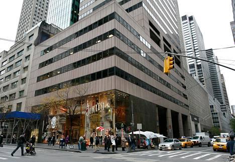 Liittovaltion tuomari hyväksyi loppuviikolla syyttäjien suunnitelman takavarikoida ja myydä 36-kerroksinen rakennus New Yorkin Manhattanilla. Rakennuksen enemmistöosuuden omistaa Alavi-säätiö.
