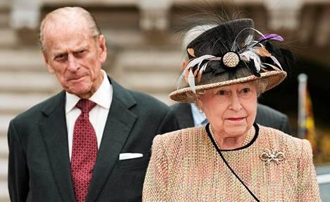 Kuningatar Elizabeth II ja prinssi Philip saapuivat Buckinghamin palatsiin keskiviikkona.