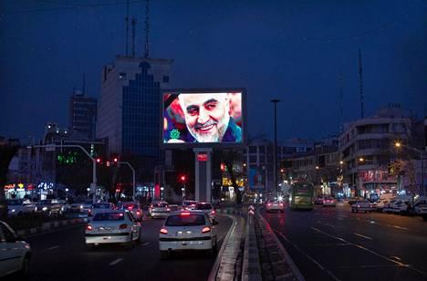 Qassim Suleimanin kuva oli perjantaina näkyvillä eri puolilla Teherania.
