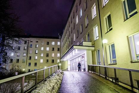 Naistenklinikan pääovi Helsingissä.