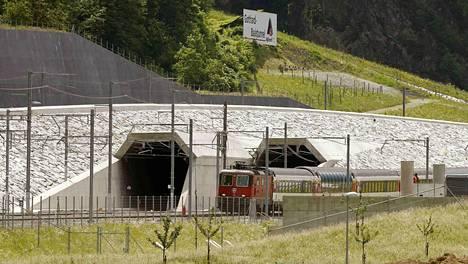 Uusi rauta nopeuttaa Sveitsin ja Italian välistä matkustajaliikennettä noin tunnilla nykyisestä.
