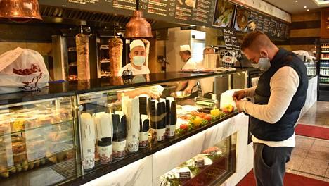 Ravintolat avautuivat tiukkojen sääntöjen puitteissa 15. toukokuuta Itävallassa.