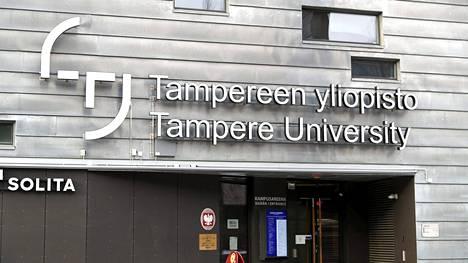 Tampereen yliopiston Hervannan kampuksella on muun muassa esteetön tenttitila sähköisten tenttien tekemiseen.