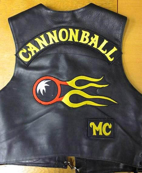 Poliisin kuva Cannonball-kerhon liivistä vuodelta 2014.