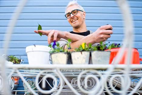 Leo Kirjonen on innostunut niin viherkasveista kuin puutarhaviljelystäkin.