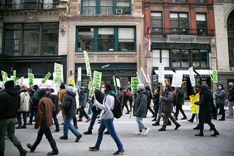 New Yorkissa järjestettiin Alabaman työntekijöiden järjestäytymistä tukeva mielenosoitus 20. helmikuuta.