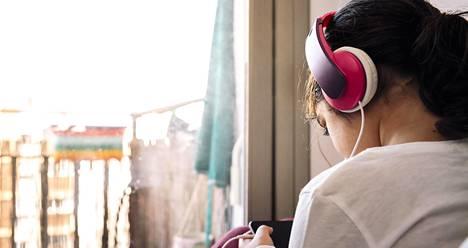 Väännön paikka?  Osa lapsista vetäytyy huomatessaan aikuisten eripuraa. Mutta erimielisyyksiä voi ratkoa silloinkin, kun lapsi on kuulemassa.