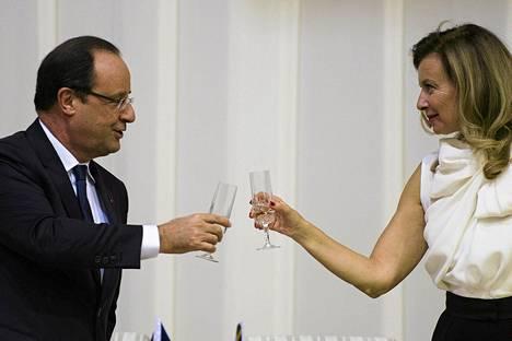 Ranskan presidentin François Hollanden entisen avopuolison Valérie Trierweilerin kirjan nimi on Kiitos tästä hetkestä.