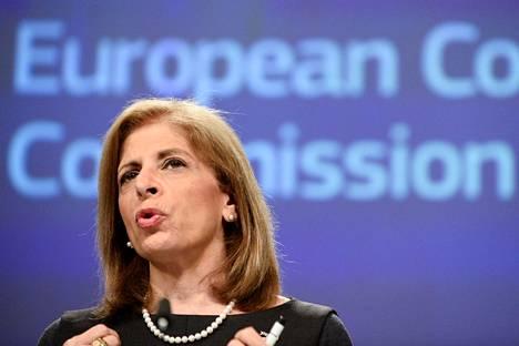 Komissaari Stella Kyriakidesin mukaan rajoiteperusteena käytetään EU:n tekemiä ennakko-ostosopimuksia ja sijoituksia tuotantoon.