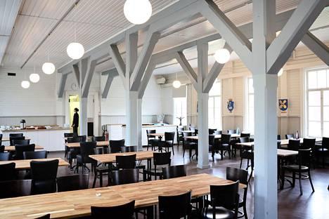 Kemiönsaaren päättäjät kokoontuivat syksyllä valtuustoseminaariin Örön linnakesaareen. Seminaarit ovat säännöllisiä tilaisuuksia, joissa keskustellaan valtuustokauden olennaisista asioista. Kuvassa saaren ravintola.
