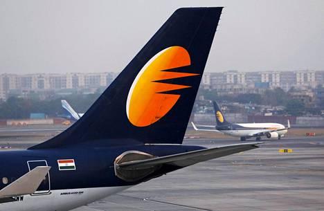 Jet Airwaysin kone Chhatrapati Shivajin kansainvälisellä lentokentällä Mumbaissa viime helmikuussa.