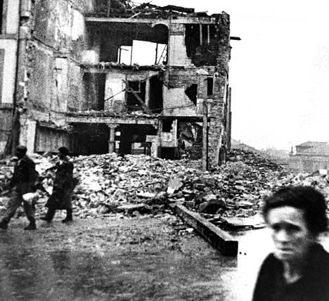 Sodan jälkiä Gijónin kaupungissa Espanjan pohjoisrannikolla vuonna 1937.
