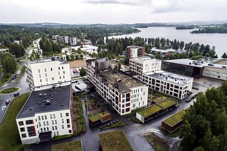 Kolmen talon kokonaisuutta Jyväskylässä kutsutaan seniorikortteliksi. Ilona, keskimmäinen rakennus, vaurioitui eniten perjantaina 10. heinäkuuta tapahtuneessa tulipalossa. Kolmesta talosta evakuoitiin yhteensä 168 ihmistä.