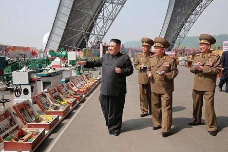 Pohjois-Korean diktaattori Kim Jong-un vieraili maan teollisuutta esittelevässä näyttelyssä. Pohjois-Korea on viime aikoina tehnyt lukuisia ohjuskokeita ja uhitellut mahdollisella ydinkokeella.