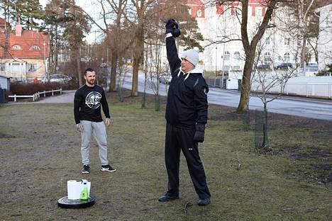 Sijoittaja tunnettu Ilkka Kivimäki (oikealla) on yksi Aaron Selkrigin asiakkaista.