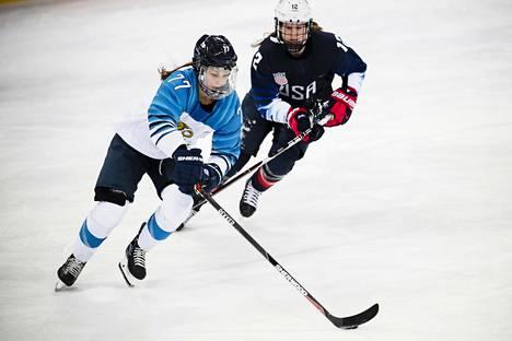 Susanna Tapani pelasi keskiviikkona pronssiottelussa Pyeongchangin olympialaisissa. Lauantaihin mennessä vaihtui sekä maa että laji.