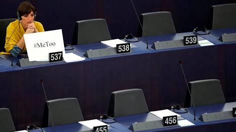 Europarlamentaarikko Lola Sanchez Caldentey osallistui täysistuntoon, jossa keskusteltiin seksuaalisesta häirinnästä.