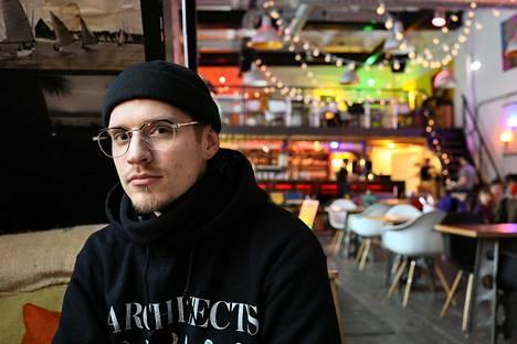 Rainer Olbri on syntynyt heinäkuussa 1987.