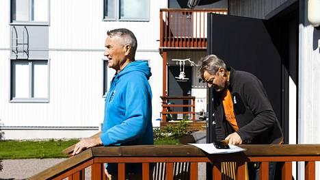 Keravan puukerrostaloissa asuvat Kari Hopponen (vas) ja Pekka Haapanen.