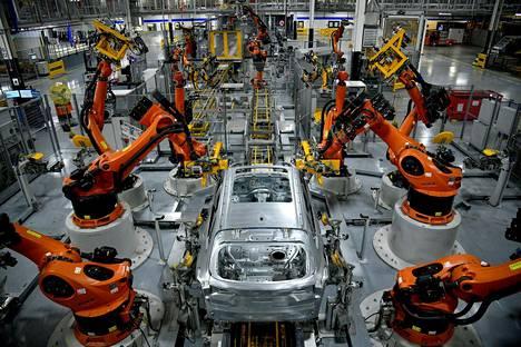 Robotit kokosivat BMW:n X-mallia Greerin tuotantolinjalla South Carolinassa Yhdysvalloissa marraskuussa 2019.