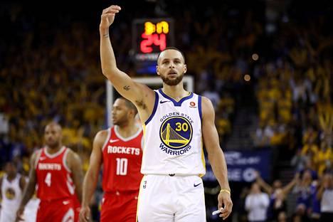 Stephen Curry pelasi mainion kolmannen välieräpelin.