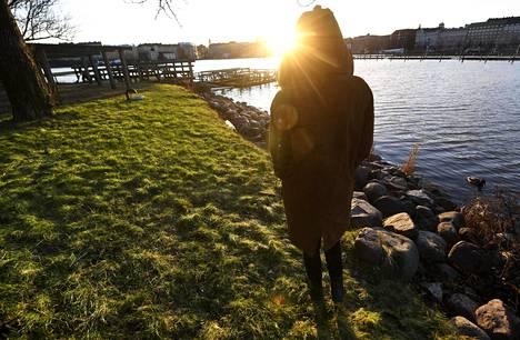 Suomen Punainen Risti varoittaa yksinäisyyden lisääntymisestä.