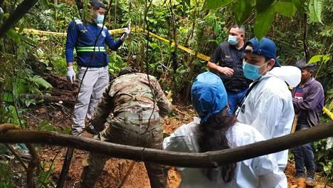 Viranomaiset suorittivat maanantaina 14. syyskuuta 2020 ihmisjäänteiden kaivamisen haudasta, joka sijaitsee Ngäbe-Buglén vuoristoalueella.